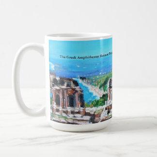 El anfiteatro griego en la taza de Taormina