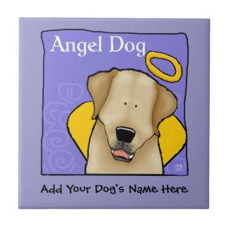 El ángel amarillo del perro del laboratorio person azulejo cuadrado pequeño
