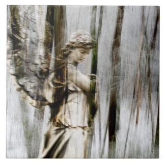 El ángel camina con el invierno Trivet Azulejo Cuadrado Grande