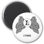 El ángel con monograma personalizado se va volando imán redondo 5 cm