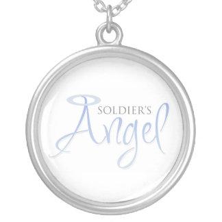 El ángel del soldado collar plateado