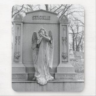 El ángel encendido Stickle el monumento Tapetes De Ratón