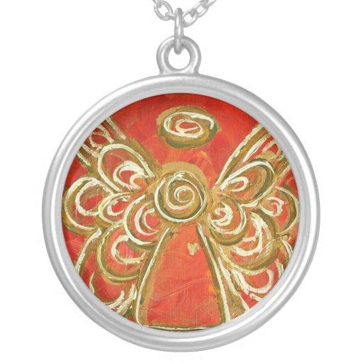 El ángel rojo se va volando el collar de plata