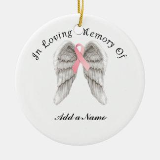 El ángel rosado de la cinta se va volando el adorno navideño redondo de cerámica