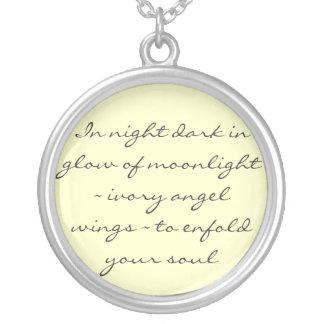 El ángel se va volando el collar del poema