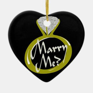 """El anillo de compromiso """"me casa """" adorno navideño de cerámica en forma de corazón"""