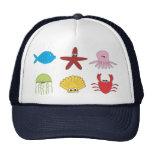 El animal de mar embroma el gorra del ejemplo