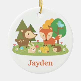 El animal lindo del arbolado del bosque embroma la adorno navideño redondo de cerámica