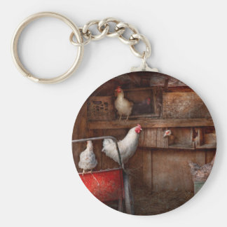 El animal - pollo - el pato es espía llavero redondo tipo pin