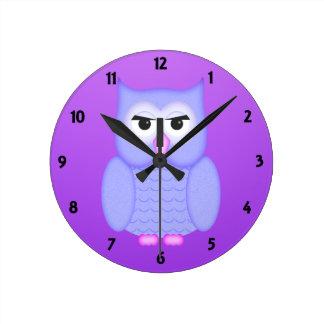 El aprendizaje de los niños azules grandes del búh reloj redondo mediano