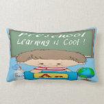 El aprendizaje preescolar del muchacho es almohada