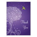 El árbol adornado del palo púrpura Mitzvah de la v Felicitaciones