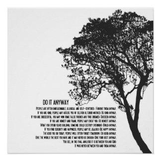 El árbol blanco y negro lo hace de todos modos perfect poster