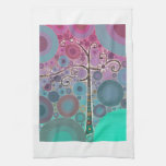 El árbol colorido enrrollado de la voluta circunda toalla de mano