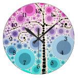 El árbol colorido enrrollado de la voluta circunda reloj de pared