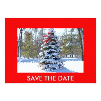 El árbol de hoja perenne rojo del arco, AHORRA la Invitaciones Personales
