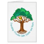 El árbol de la amistad proporciona el refugio y ra tarjetón