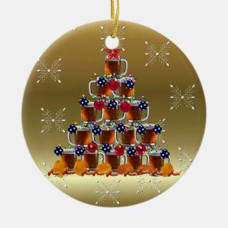 El árbol de la cerveza adorno navideño redondo de cerámica