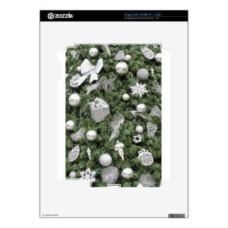 El árbol de navidad con plata adorna el fondo iPad 2 skins