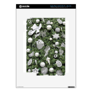 El árbol de navidad con plata adorna el fondo pegatinas skins para iPad 3