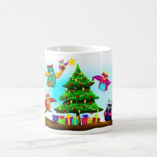 El árbol de navidad del búho taza clásica