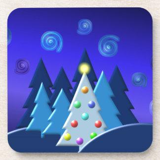 El árbol de navidad enciende diseño OSCURO Posavasos De Bebidas