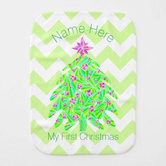 El árbol de navidad verde personalizó mi 1r paños para bebé