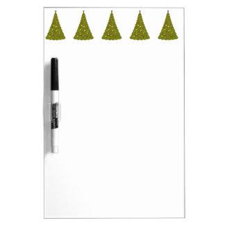 El árbol de navidad verde y blanco seca al tablero pizarras
