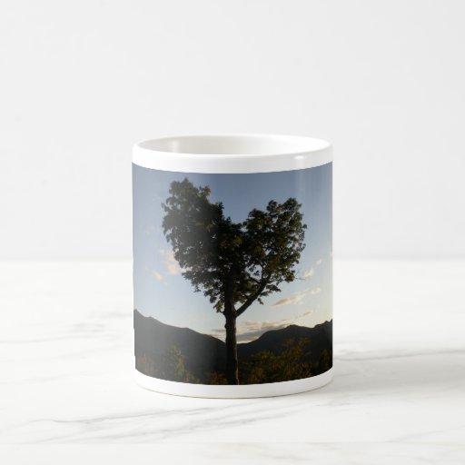 El árbol del amor taza básica blanca