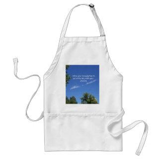 El árbol del cielo azul remata cita inspirada delantal