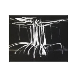 El árbol del mangle en la noche estiró la lona envuelta para galerías