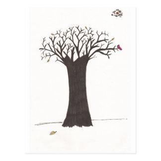 El árbol en caída postal