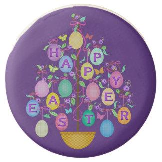 El árbol feliz de Pascua con los huevos sumergió
