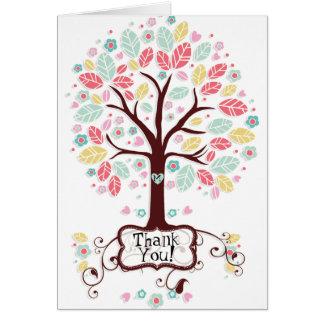 El árbol moderno caprichoso de la flor del corazón felicitación