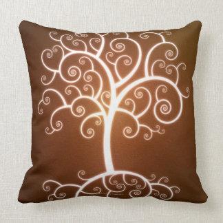 El árbol que brilla intensamente almohada