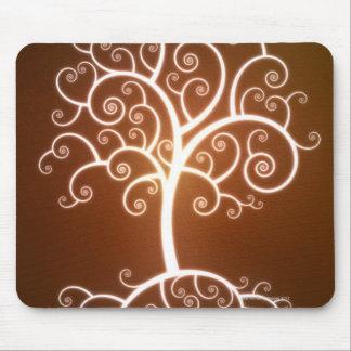 El árbol que brilla intensamente tapete de ratón