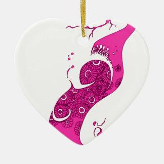 El árbol rosado adorno de cerámica en forma de corazón
