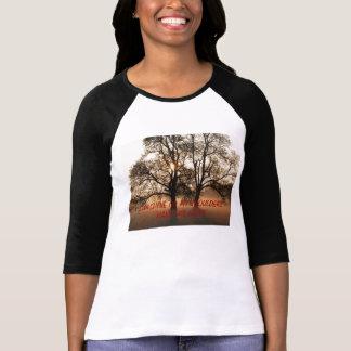 El árbol, SOL EN MIS HOMBROS ME HACE FELIZ Tshirts