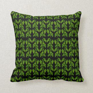 El árbol verde del Gingko sale de la almohada