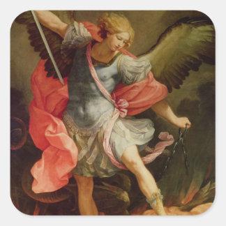 El arcángel Michael que derrota Satan Pegatina Cuadrada