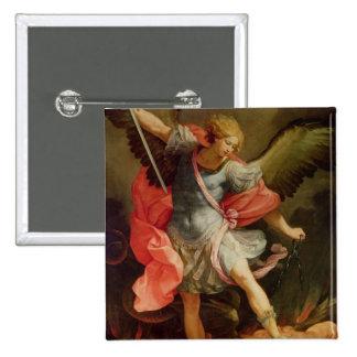El arcángel Michael que derrota Satan Pin Cuadrada 5 Cm