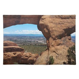 El arco de Navajo arquea el parque nacional Utah Manteles