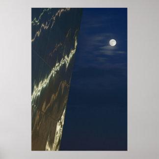 El arco de St. Louis y la luna Póster