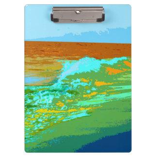 el arco iris agita en extracto del mar de la playa