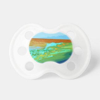 el arco iris agita en extracto del mar de la playa chupetes para bebés