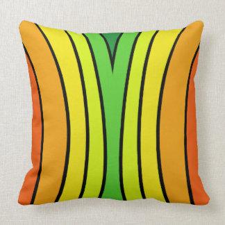 El arco iris brillante de la diversión colorea el cojín decorativo