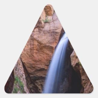 El arco iris cae en Colorado Pegatina Triangular