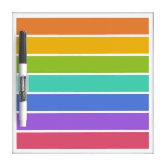 El arco iris colorea al tablero de mensajes de enc tablero blanco