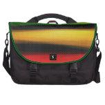 El arco iris colorido abstracto raya el bolso del  bolsas de portátil