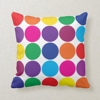 El arco iris colorido intrépido brillante circunda almohadas